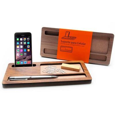 Remind Brindes Inteligentes - Suporte personalizado de madeira para celular, caneta e clips Suporte 11 x 26 cm produzido em madeira MDF ecológica com revestimento madeirado com cer...