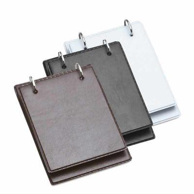 Brindes de Luxo - Bloco de anotação promocional de mesa com trilho de ferro, material couro sintético. Possui suporte na lateral interna para colocar caneta(não acompan...