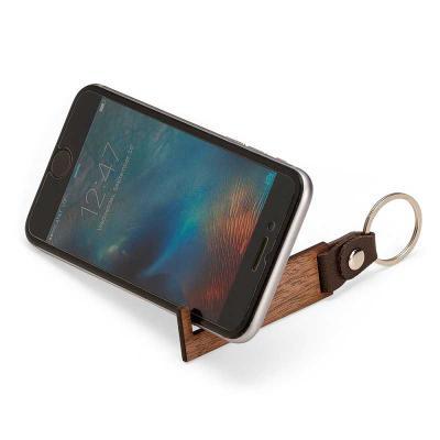 Brindes de Luxo - Chaveiro ecológico porta celular de madeira com alça em couro. Personalização a laser ou em silk. Altura: 11,5 cm Largura: 2,8 cm