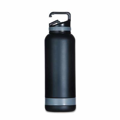 Brindes de Luxo - Garrafa térmica 700ml em inox, tampa rosqueável com suporte gancho. Tem pintura fosca e detalhe emborrachado na tampa e parte inferior. Altura:  26,5...