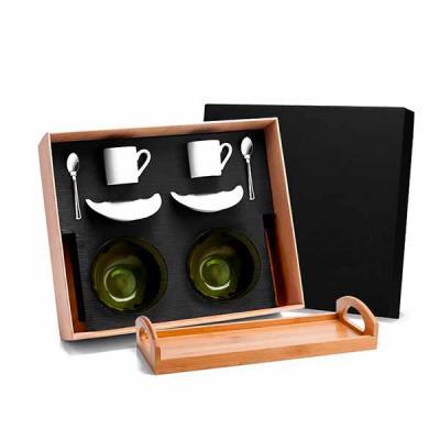 Brindes de Luxo - Kit Cafézinho - 9 peças - com: bandeja em Bambu; duas xícaras com pires para café de porcelana; duas tigelas em vidro; duas colherzinhas em Inox. Acom...
