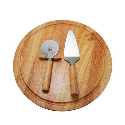 brindes-de-luxo - Kit pizza 2 peças com tábua de madeira. Espátula e cortador de pizza com cabos de madeira, tábua com canaleta e verso liso. Tamanho: Cortador 18,4 cm...