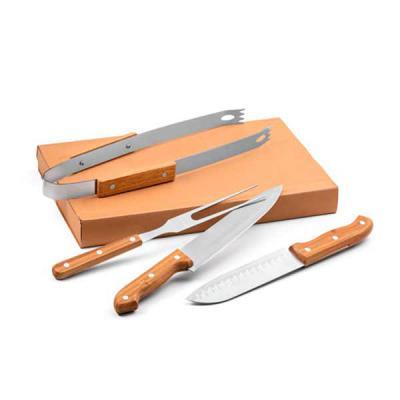 Brindes de Luxo - Kit churrasco promocional de aço inox e bambu. 4 peças em caixa kraft. Food grade. Caixa: 365 x 200 x 55 mm