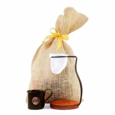 Brindes de Luxo - Mini Coador de café personalizado com suporte de metal embalado no saquinho de juta. Ideal para um delicioso cafezinho feito na hora e sem desperdício...
