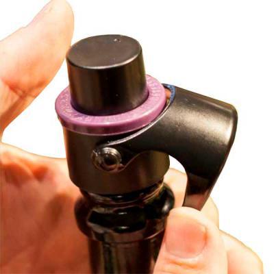 MR Cooler - Funciona como uma bombinha de pressão, mantendo o seu espumante, champagne, prosecco ou cava com borbulhas por até 07 dias. Possui marcador de data