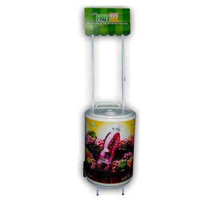 MR Cooler - Cooler Carrinho Grande 75 latas com Testeira. Possui rodizios, cuba moldada em poliestileno (PSAI) de alto impacto. Isolante térmico de isopor prensad...