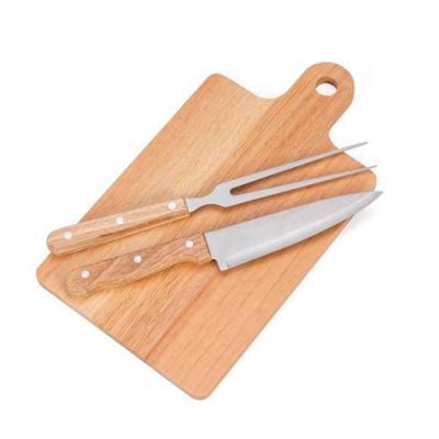 MR Cooler - Kit churrasco 3 peças com: tábua para corte, faca e garfo(pegador de madeira).