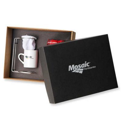 Vintore Brindes Especiais - Kit Café Fornecido em caixa Kraft com gravação em 01 cor na tampa.  Acompanha Café 250 gramas embalado a vácuo, coador individual de inox e algodão ma...