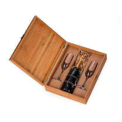 Amélio Presentes - Kit espumante 750ml na caixa de bambu. Surpreenda seu presenteado com esse kit refinado e elegante. Kit com 02 taças personalizadas e espumante 750ml....