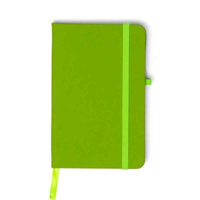 MSN Brindes - Caderneta emborrachada com porta caneta elástico em nylon, marcador de página em cetim e fita elástica de nylon para fechar. Contém aproximadamente 80...