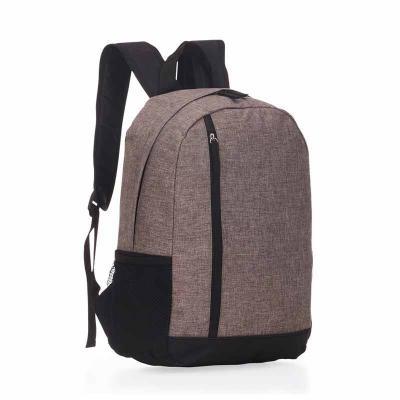 MSN Brindes - Mochila de poliéster com compartimento principal superior e compartimento frontal com abertura lateral. Contém um bolso de nylon na lateral, alça de m...