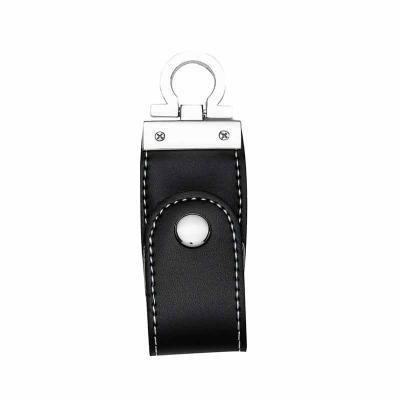 """Cross Brindes - Pen drive 4GB/ 8GB de couro sintético com costura, possui botão e detalhes prata (verso liso).  Parte inferior possui """"argola"""" para utilizar como chav..."""
