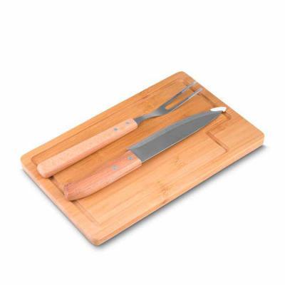 cross-brindes - Kit Churrasco 3 peças para Brinde com: tábua de bambu com canaleta, garfo e faca com pegadores em bambu. Medidas aproximadas para gravação (CxL):  Táb...