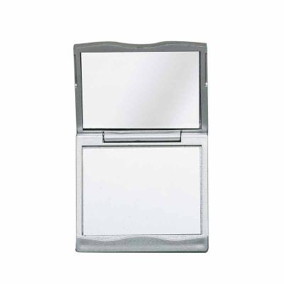 Cross Brindes - Espelho plástico duplo com aumento. Frente e verso liso porém a parte superior não é plana, possui um detalhe de ondulação.