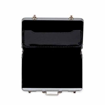 cross-brindes - Porta cartão de alumínio formato mini maleta executiva. Possui dobradiças inferiores, alça e duas travas superiores, para abrir basta puxar os botões...