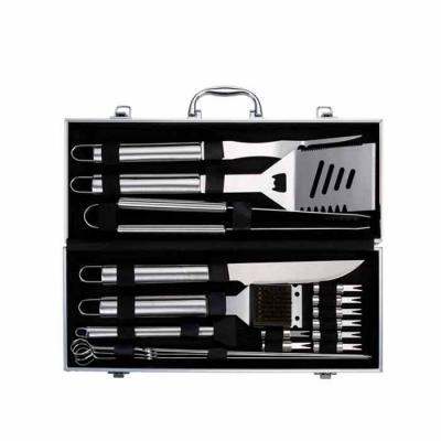 cross-brindes - Kit Churrasco 18 peças com Logo em maleta de alumínio com relevo e placa central para personalização. Possui: garfo, espátula, pegador, faca, escova,...