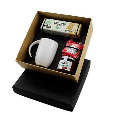 Design Promo - Kit chá em caixa de papel, caneca de porcelana 340ml, 3 sachês de chá Ahmad Tea, Geleia Nhã Tuca de acerola, biscoito água e sal integral Mãe Terra, G...