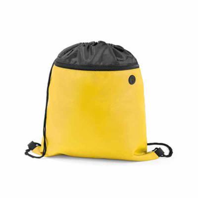 Ateliê Brindes - Sacola tipo mochila. 210D. Com bolso frontal e saída para fone de ouvido. 350 x 400 mm