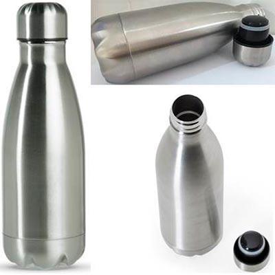 Galeria de Ideias - Garrafa térmica capacidade 350ml em inox. Pode ser utilizada com liquidos quentes ou frios. Medidas: 22 cm x 7,1 cm x 22,6 cm. Gravação: laser