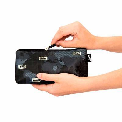 Uatt? Brindes - Necessaire estojo duplo personalizada Uatt?  Características do produto: Material: 81% PVC e 19% Poliamida. Dimensões: 22 x 10 x 5 cm.