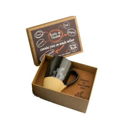 Amigos do Bem - Kit cerâmicas   • 1 Caneca de Cerâmica 300ml  Toda a renda gerada com as vendas dos Kits corporativos é destinada aos projetos dos amigos do bem no se...