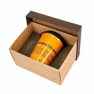 Amigos do Bem - Kit 01   Contem: * 1 Copo de porcelana com tampa de silicone 300ml  Toda a renda gerada com as vendas dos Kits corporativos é destinada aos projetos d...