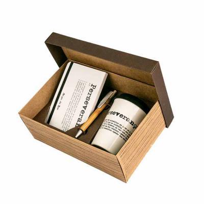 amigos-do-bem - Kit 03   Contem: * 1 Caderno 18x10 100 folhas * 1 Copo de porcelana com tampa de silicone 300 mL * 1 Caneta de bambu reciclada  Toda a renda gerada co...