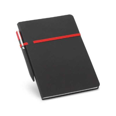 Job Promocional - Caderno. C. sintético. Com 96 folhas não pautadas. Fornecido em embalagem de non-woven. Incluso esferográfica. 140 x 210 mm | Embalagem: 185 x 240 mm