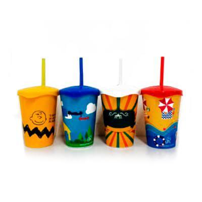 GiftWay - Copos personalizados infantis in mold label com as seguintes medidas: Altura 9,5cm, boca 7,3cm, fundo 5cm compacidade de 250ml com tampa e canudo.