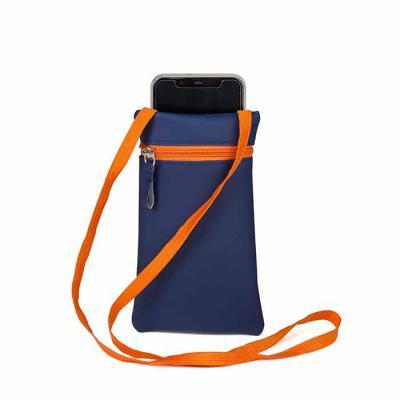 Wersatil - Porta celular e documentos. Excelente para quem vai viajar ou passear e deseja estar com as mãos livres. Material emborrachado com zíper frente e bols...