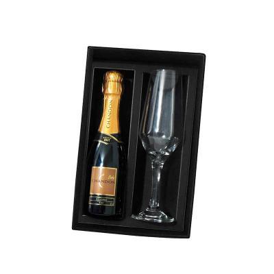 A & T Brindes Promocionais - Kit Espumante Chandon Baby 187 ml com uma Taça Bistro 186 ml, incluso caixa cartona com elastico medida da caixa 17x24x7 peso total 950 gramas. Idelal...