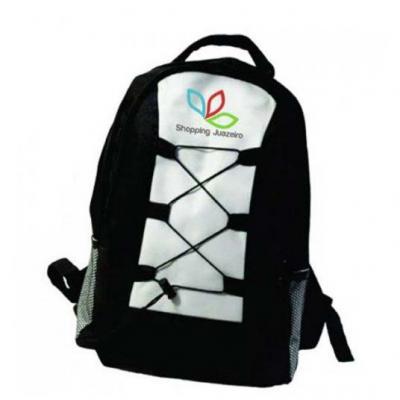A & T Brindes - Mochila em poliéster personalizada com bolso lateral