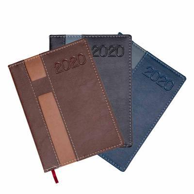 J.E Brindes - Agenda diária 2020 de couro sintético com suporte para caneta. Contém fita de cetim marca página, dados pessoais, calendário de 2019 à 2021, mapa do B...