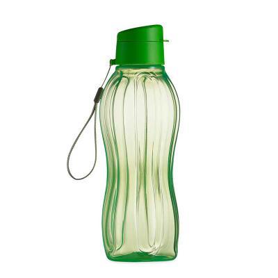 J.E Brindes - Garrafa plástica 800ml livre de BPA. Garrafa transparente colorida com detalhes em relevo, possui tampa rosqueável com abertura de bocal. Acompanha al...