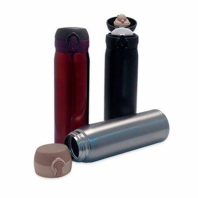 J.E Brindes - Garrafa térmica de 400ml de metal colorida com botão e válvula para abertura. Possui um sistema de trava (basta mover para cima/baixo para abrir/fecha...