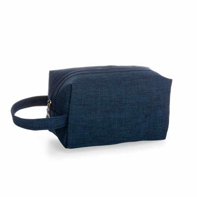 J.E Brindes - Necessaire de nylon colorido com alça lateral, parte interna com forro de poiléster.  Medidas aproximadas para gravação (CxL): 11,5 cm x 19,5 cm  Tama...