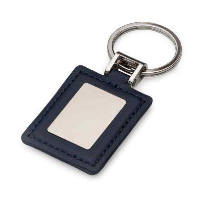J.E Brindes - Chaveiro quadrado de couro sintético com chapa de metal fosca no centro, verso couro liso.
