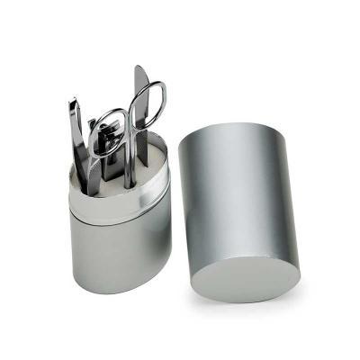 NewSilk - Kit manicure 5 peças em estojo oval de alumínio. Possui: lixa - tesoura - pinça - empurrador de cutícula e cortador de unha. Tamanho total aproximado...