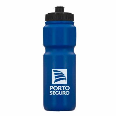 Brinde Show - Squeeze plástico (PE) 850ml com tampa de bico rosqueável e formato para encaixe dos dedos no corpo da garrafa.