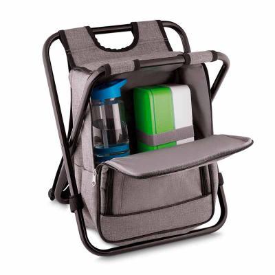 Spaceluz Brindes - Bolsa Térmica com cadeira, em nylon e poliéster, com capacidade para 25 Litros. 01 bolso frontal e alça de ombro regulável. Parte interna soldada = R...