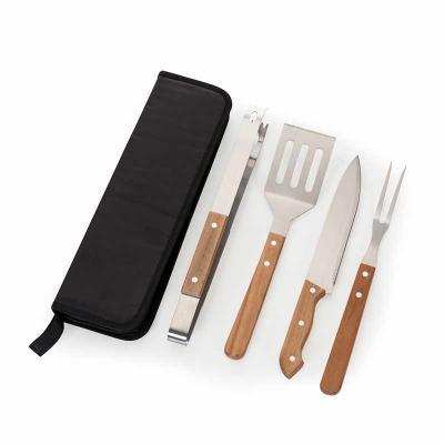 Spaceluz Brindes - Kit churrasco 4 peças em estojo de nylon com alça