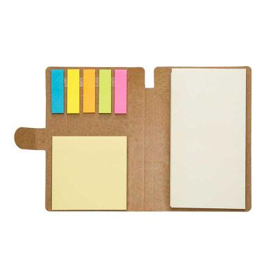 Inmark Brindes - Bloco de anotações ecológico, material em kraft. Possui uma trava na própria capa, caneta de papelão com acabamentos em plástico acionada por clique,...