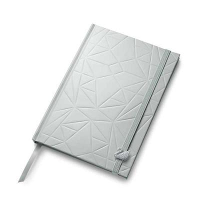 Prieto Brindes e Presentes Corporativos - Caderno capa dura. 50 folhas não pautadas. Com elementos em relevo e cisne decorativo com cristais Swarovski. 146 x 210 x 12 mm