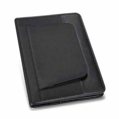 """Prieto Brindes e Presentes Corporativos - Pasta A4 em Couro Sintético e Microfibra. Bolso exterior com zipper.  Interior com suporte para tablet (10.1"""" e 7""""). Bloco: 20 folhas pautadas.  Esfer..."""