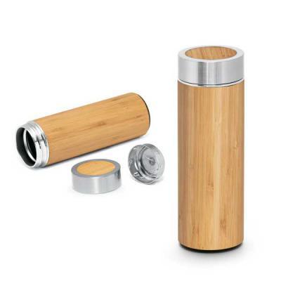 Garrafa térmica. Bambu e aço inox. Com parede dupla e infusor para chá. Cap...