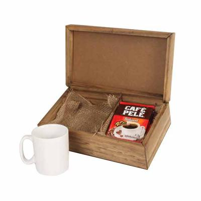 Eco Design - Kit café em caixa de madeira envelhecida com 1 caneca de porcelana de 120 ml com 5 saches de café solúvel Café Pelé com gravação na caneca e na tampa...