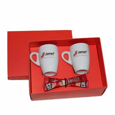 Eco Design - Kit Café em caixa de papel duplex com 2 xícaras de porcelana sem pires com 2 sache de café solúvel com gravação nas xícaras e na tampa da caixa.