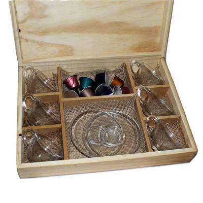 Eco Design - Kit em caixa de madeira com 6 xícaras para café de vidro com pires com 5 cápsulas de café com gravação nas xícaras e na tampa da caixa.