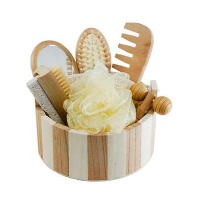 Blimp Brindes - Kit banho de madeira com 7 peças. Possui: espelho, escova de cabelo, esponja de banho, bucha de banho, massageador, pente e escova com pedra pomes. Ac...