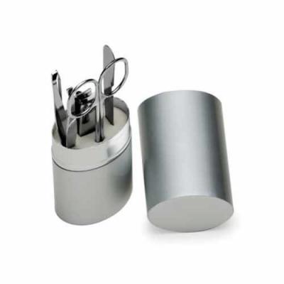 Blimp Brindes - Kit manicure 5 peças em estojo oval de alumínio. Possui lixa, tesoura, pinça, empurrador de cutícula e cortador de unha.